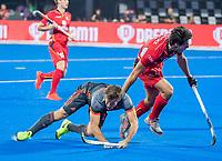 BHUBANESWAR, INDIA -  Jeroen Hertzberger (Ned) met Alexander Hendickx (Belgie)  tijdens   de  finale tussen België en Nederland (0-0) bij het WK Hockey heren in het Kalinga Stadion. Belgie wint na shoot-outs. COPYRIGHT KOEN SUYK