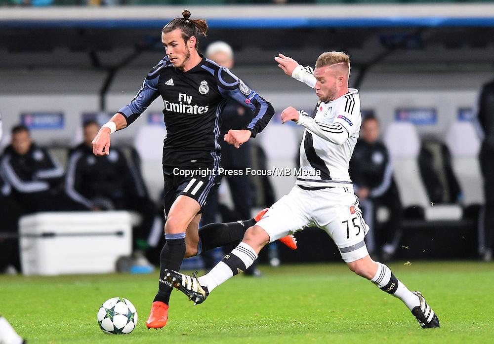 2016.11.02 Warszawa<br /> Pilka nozna Liga Mistrzow sezon 2016/2017<br /> Legia Warszawa - Real Madryt<br /> N/z Gareth Bale Thibault Moulin<br /> Foto Lukasz Laskowski / PressFocus<br /> <br /> 2016.11.02 Warsaw<br /> Football Champions League season 2016/2017<br /> Legia Warsaw - Real Madrid<br /> Gareth Bale Thibault Moulin<br /> Credit: Lukasz Laskowski / PressFocus