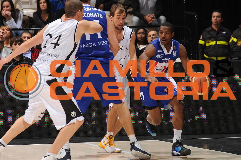 DESCRIZIONE : Bologna Lega A 2010-11 Canadian Solar Virtus Bologna Bennet Cantu<br /> GIOCATORE : Mike Green <br /> SQUADRA : Bennet Cantu<br /> EVENTO : Campionato Lega A 2010-2011<br /> GARA : Canadian Solar Virtus Bologna Bennet Cantu<br /> DATA : 17/10/2010<br /> CATEGORIA : palleggio<br /> SPORT : Pallacanestro<br /> AUTORE : Agenzia Ciamillo-Castoria/M.Marchi<br /> Galleria : Lega Basket A 2010-2011<br /> Fotonotizia : Bologna Lega A 2010-11 Canadian Solar Virtus Bologna Bennet Cantu<br /> Predefinita :