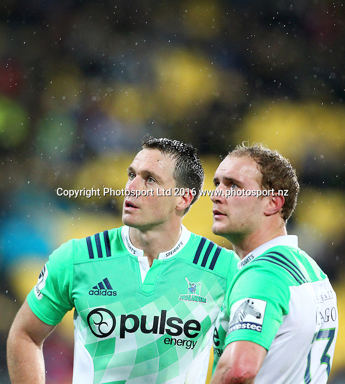 Highlanders' Ben Smith & Matt Faddes during the Round 14 Super Rugby match, Hurricanes v Highlanders at Westpac Stadium, Wellington. 27th May 2016. Copyright Photo.: Grant Down / www.photosport.nz