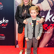 NLD/Amsterdam/20161120 - premiere Ciske de Rat de Musical, Fiona Hering en zoon Sola