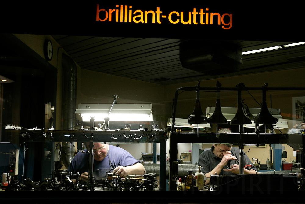 ANTWERP - BELGIUM - 19 MARCH 2007 --Diamond polishers working on diamonds.   PHOTO: ERIK LUNTANG