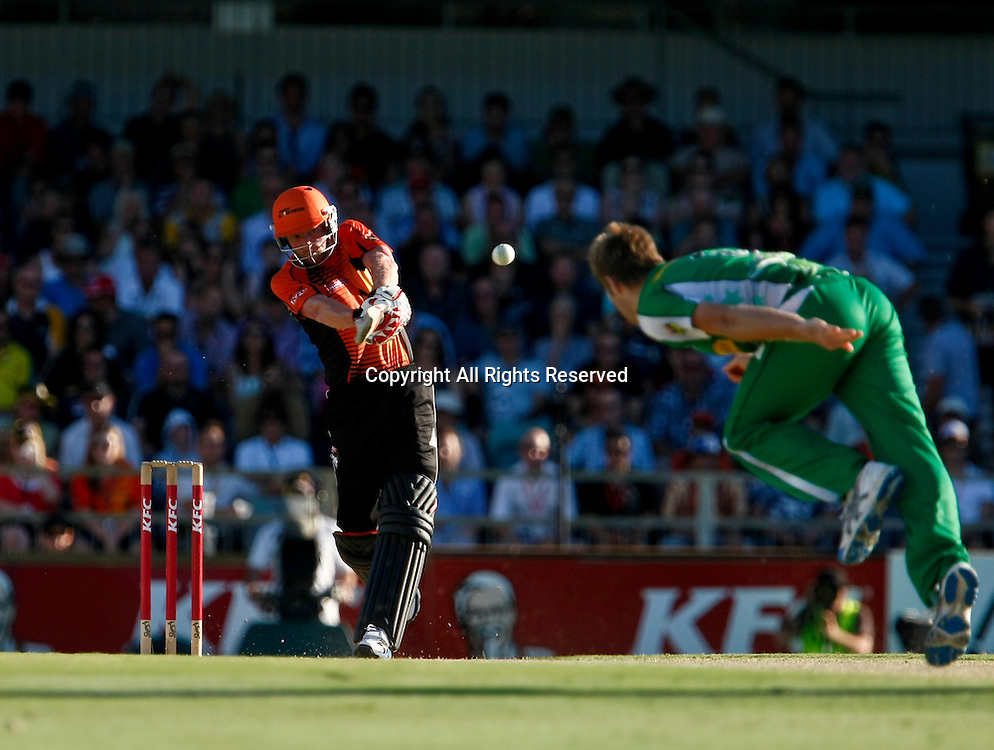 21.01.2012. Perth Australia. Big Bash Cricket.  Paul Collingwood pulls the ball for four runs in the Semi Final between the Perth Scorchers and Melbourne Stars.