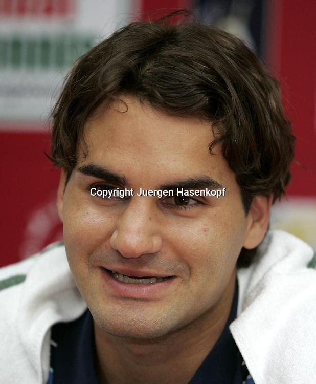 Dubai Tennis Championships, Sport, Tennis,  ATP Gold Series Tournament, Roger Federer (SUI), Portraet,..Pressekonferenz...Foto: Juergen Hasenkopf..B a n k v e r b.  S S P K  M u e n ch e n, ..BLZ. 70150000, Kto. 10-210359,..+++ Veroeffentlichung nur gegen Honorar nach MFM,..Namensnennung und Belegexemplar. Inhaltsveraendernde Manipulation des Fotos nur nach ausdruecklicher Genehmigung durch den Fotografen...Persoenlichkeitsrechte oder Model Release Vertraege der abgebildeten Personen sind nicht vorhanden.