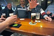 Nederland, Elst, 27-2-2011In een sportkantine worden glazen bier getapt.Deze kantine schenkt geen alkohol aan jongeren onder de zestien jaar.Foto: Flip Franssen/Hollandse Hoogte