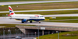 THEMENBILD - ein Airbus, A320-232 Flugzeug der britischen Fluglinie British Airways mit der Kennung G-EUUG am Rollfeld nach der Landung, aufgenommen am 13. April 2017, Flughafen München, Deutschland // an Airbus, A320-232 aircraft of the British Airline British Airways with the registration number G EUUG on the Airstrip after Landing at the Munich Airport, Germany on 2017/04/13. EXPA Pictures © 2017, PhotoCredit: EXPA/ JFK