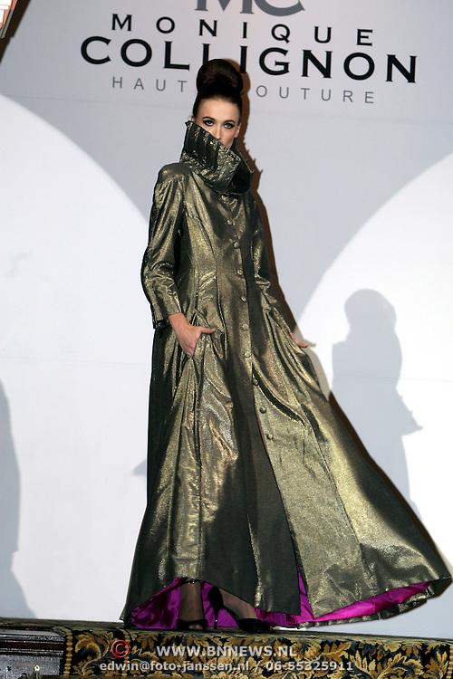 NLD/Amsterdam/20080916 - Modeshow Monique Collignon 2008, mannequin op de catwalk
