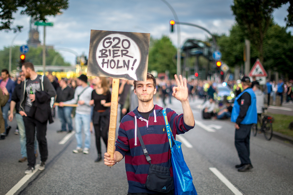 """An der Nachtttanzdemo""""Lieber tanz ich als G20"""" am 5. Juli 2017 in Hamburg beteiligten laut Veranstalter mehr als 20.000 Menschen."""