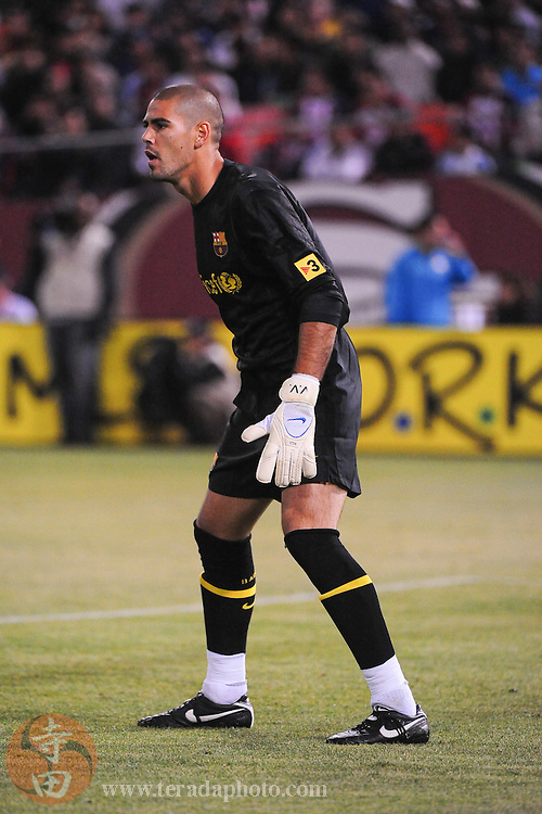 August 8, 2009; San Francisco, CA, USA; FC Barcelona goalkeeper Victor Valdez (1) defends during the second half in the Night of Champions international friendly contest against Chivas de Guadalajara at Candlestick Park. The game ended in a 1-1 tie.
