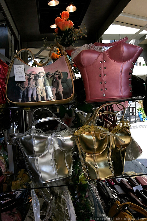 Shop selling bags on Hollywood Blv.