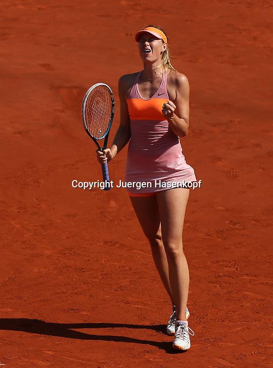 French Open 2014, Roland Garros,Paris,ITF Grand Slam Tennis Tournament, Damen Endspiel,<br /> Maria Sharapova  (RUS) macht die Faust und jubelt,Jubel,Emotion,Einzelbild,<br /> Ganzkoerper,Hochformat, von oben,