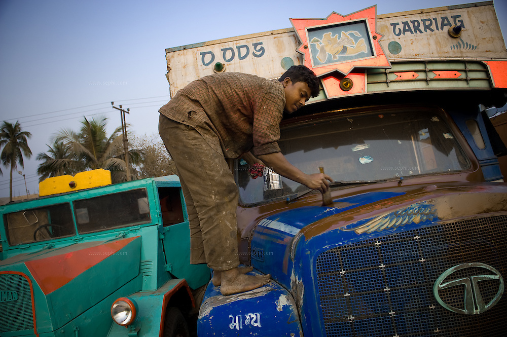 Mechanic painting the old truck at Grand Trunk Road outside the Kolkata.