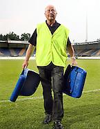 15-05-2008 Voetbal:RKC Waalwijk:ADO Den Haag:Waalwijk<br /> Een stewart komt met afgebroken stoeltjes van het veld. Na afloop braken er rellen uit tussen RKC en ADO supporters<br /> Foto: Geert van Erven