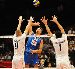 18.09.2011, Stadthalle, Wien, AUT, CEV, Europaeische Volleyball Meisterschaft 2011, Finale, Italien vs Serbien, im Bild Ivan Miljkovic, (SRB, #14, Opposite) gegen Ivan Zaytsev, (ITA, #9, Wing-Spiker) und Luigi Mastrangelo, (ITA, #1, Middle-Blocker) // during the european Volleyball Championship Final Italy vs Serbia, at Stadthalle, Vienna, 2011-09-18, EXPA Pictures © 2011, PhotoCredit: EXPA/ M. Gruber