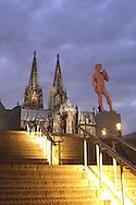 DEU, Germany, Cologne, David statue of the artist Hans-Peter Feldmann at the Heinrich-Boell square in front of the cathedral [the statue is part of the exhibition THE EIGHT SQUARE - gender, life and desire in the arts since 1960].....DEU, Deutschland, Koeln, David Statue des Kuenstlers Hans-Peter Feldmann auf dem Heinrich-Boell-Platz vor dem Dom [die Statue ist Teil der Ausstellung DAS ACHTE FELD - Geschlechter, Leben und Begehren in der Kunst seit 1960]..