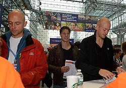 01-01-2013 ALGEMEEN: BVDGF NY MARATHON: NEW YORK <br /> Lange rijen in het Health and Fitness EXPO center voor het ophalen van de startnummers / Tino, Jeroen en Geert-Jan<br /> ©2013-WWW.FOTOHOOGENDOORN.NL
