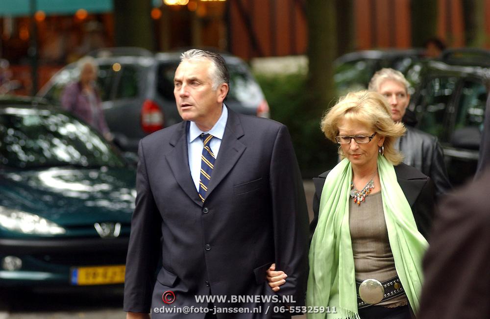 NLD/Laren/2005005 - Begrafenis Roy Beltman, Mario van den Ende en partner Els Rietman
