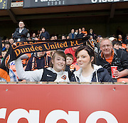 Showing the colours - Dundee United v Hearts, Clydesdale Bank Scottish Premier League at Tannadice Park..© David Young Photo.5 Foundry Place.Monifieth.Angus.DD5 4BB.Tel: 07765252616.email: davidyoungphoto@gmail.com.http://www.davidyoungphoto.co.uk
