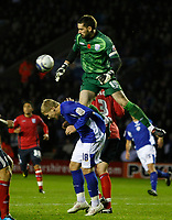 Photo: Steve Bond/Richard Lane Photography. Leicester City v West Bromwich Albion. Coca Cola Championship. 07/11/2009. Keeper Scott Carson gets to the ball above Martyn Waghorn