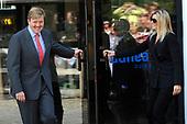 Willem-Alexander en Maxima openen bezoekerscentrum Dunea