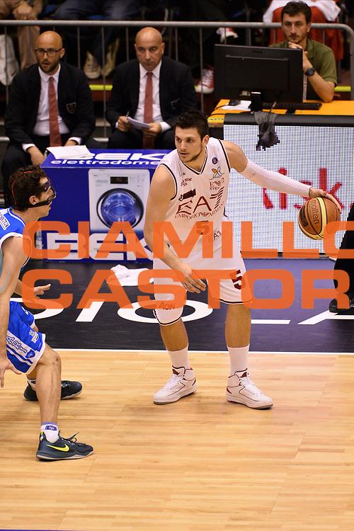DESCRIZIONE : Campionato 2013/14 Semifinale GARA 5 Olimpia EA7 Emporio Armani Milano - Dinamo Banco di Sardegna Sassari<br /> GIOCATORE : Alessandro Gentile<br /> CATEGORIA : Palleggio<br /> SQUADRA : Olimpia EA7 Emporio Armani Milano<br /> EVENTO : LegaBasket Serie A Beko Playoff 2013/2014<br /> GARA : Olimpia EA7 Emporio Armani Milano - Dinamo Banco di Sardegna Sassari<br /> DATA : 07/06/2014<br /> SPORT : Pallacanestro <br /> AUTORE : Agenzia Ciamillo-Castoria / GiulioCiamillo<br /> Galleria : LegaBasket Serie A Beko Playoff 2013/2014<br /> Fotonotizia : Campionato 2013/14 Semifinale GARA 5 Olimpia EA7 Emporio Armani Milano - Dinamo Banco di Sardegna Sassari<br /> Predefinita :