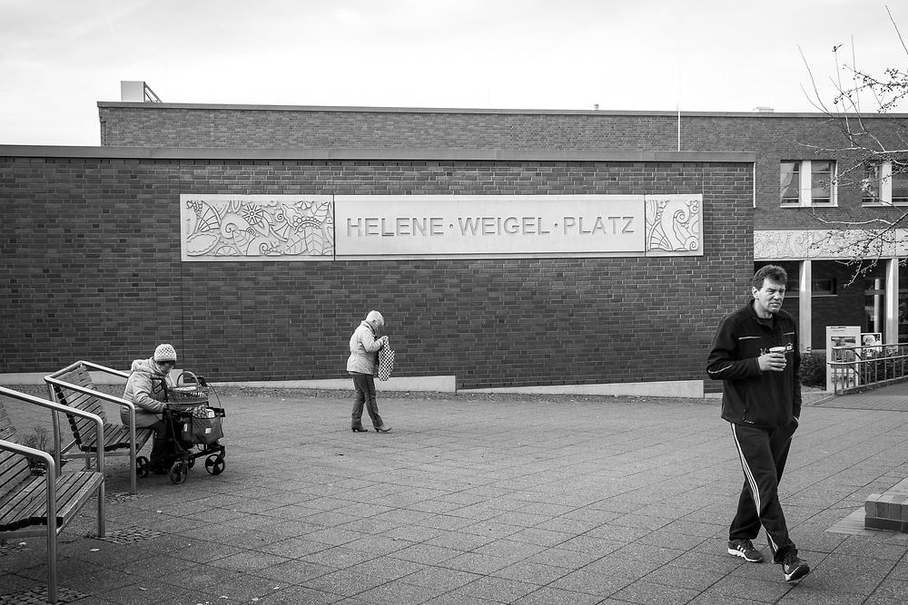 Germany - Deutschland - Berlin Marzahn-Hellersdorf; AFD stronghold in Eastern Berlin; Here: Marzahn, Helene-Weigel-Platz;  23.11.2017; © Christian Jungeblodt