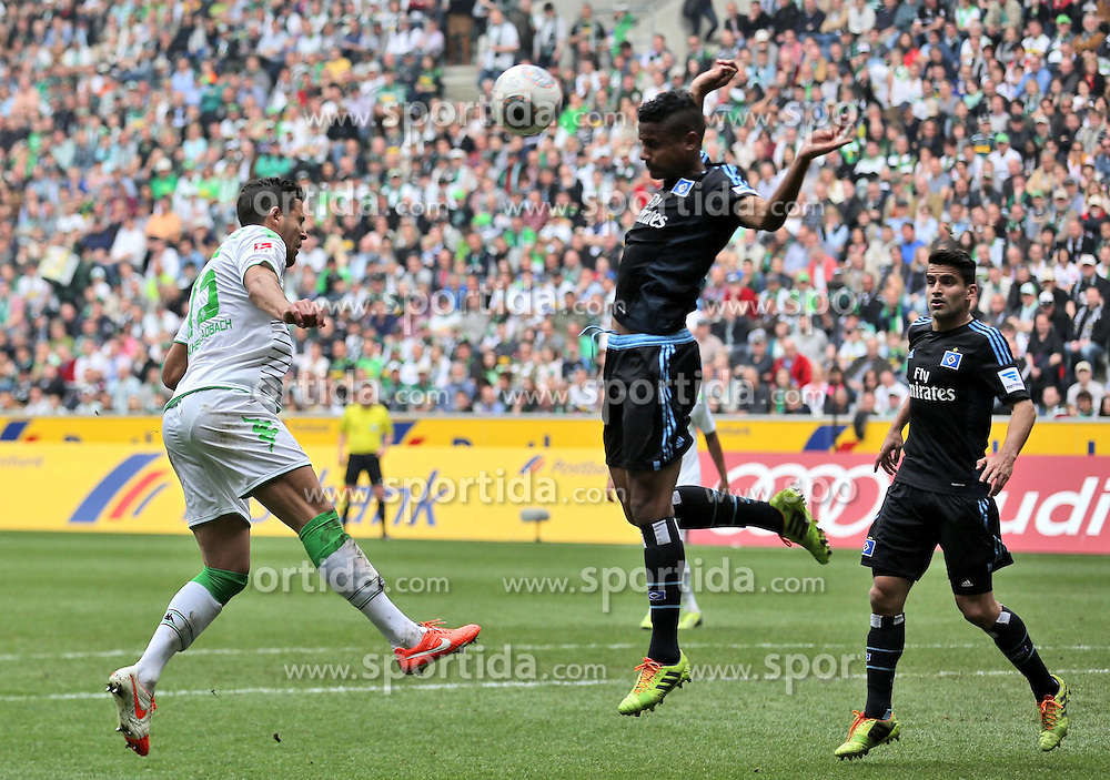 30.03.2014, Eintrachtstadion, Moenchengladbach, GER, 1. FBL, Borussia Moenchengladbach vs Hamburger SV, 28. Runde, im Bild Alvaro Dominguez (Borussia Moenchengladbach #15) koepft Michael Mancienne #3 (Hamburger SV) an die Hand // during the German Bundesliga 28th round match between Borussia Moenchengladbach and Hamburger SV at the Eintrachtstadion in Moenchengladbach, Germany on 2014/03/30. EXPA Pictures &copy; 2014, PhotoCredit: EXPA/ Eibner-Pressefoto/ Schueler<br /> <br /> *****ATTENTION - OUT of GER*****
