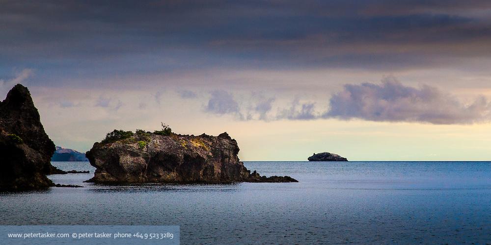 Looking south from Elephant Cove, Motukahaua Island, Coromandel Peninsula. Hauraki Gulf, Auckland, New Zealand.