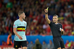 LILLE, FRANCE - Friday, July 1, 2016: Belgium's Toby Alderweireld is shown a yellow card by referee Damir Skomina during the UEFA Euro 2016 Championship Quarter-Final match against Wales at the Stade Pierre Mauroy. (Pic by David Rawcliffe/Propaganda)