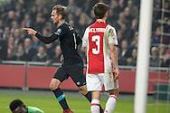 18-12-2016: Voetbal: Ajax v PSV: Amsterdam<br /> <br /> (L-R) PSV speler Siem de Jong scoort tijdens het Eredivisie duel tussen Ajax en PSV op 18 december in De Arena tijdens speelronde 17<br /> <br /> Eredivisie - Seizoen 2016 / 2017<br /> <br /> Foto: Gertjan Kooij