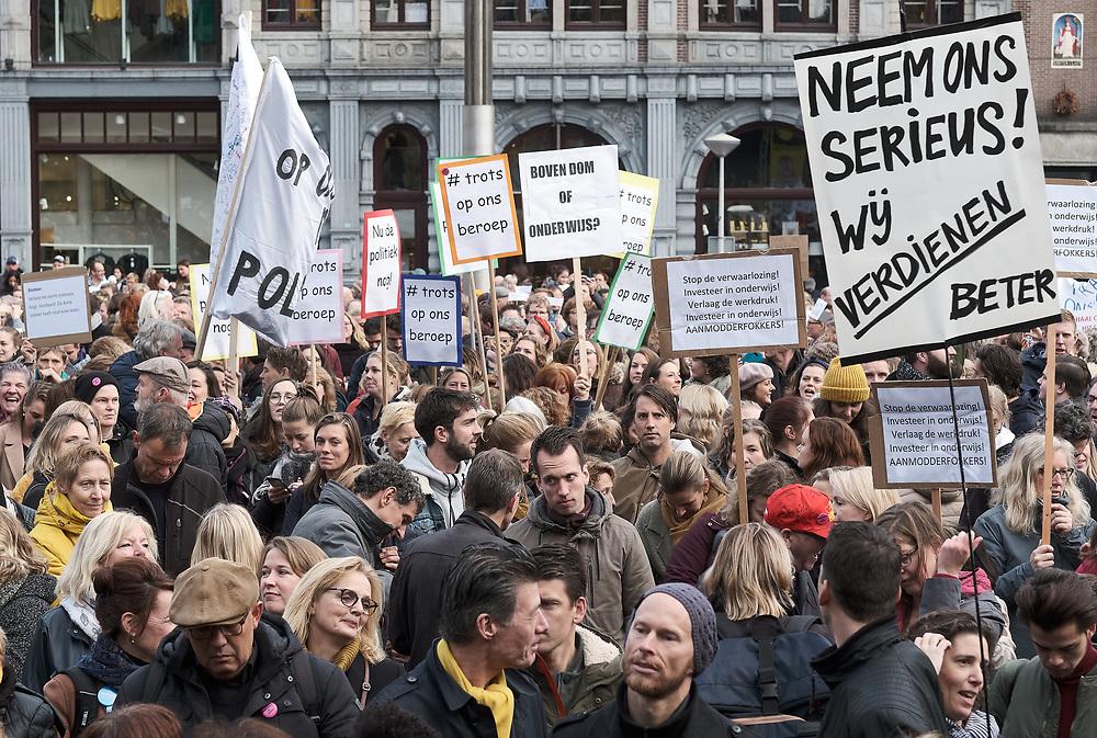 Algemene staking van onderwijzend personeel in Amsterdam, Nederland.