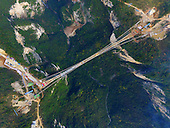 China's Grand Canyon Skywalk's Steel Beams Get Completed