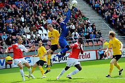 16-05-2010 VOETBAL: FC UTRECHT - RODA JC: UTRECHT<br /> FC Utrecht verslaat Roda in de finale van de Play-offs met 4-1 en gaat Europa in / Jacob Mulenga en Przemyslaw Tyton<br /> ©2010-WWW.FOTOHOOGENDOORN.NL