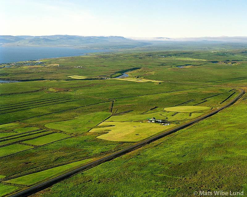 Saurar séð til norðurs, Búðardalur t.v. í bakgrunni. Dalabyggð áður Laxárdalshreppur / Saurar viewing nort, Budardalur left in backgr. Dalabyggd former Laxardalshreppur.