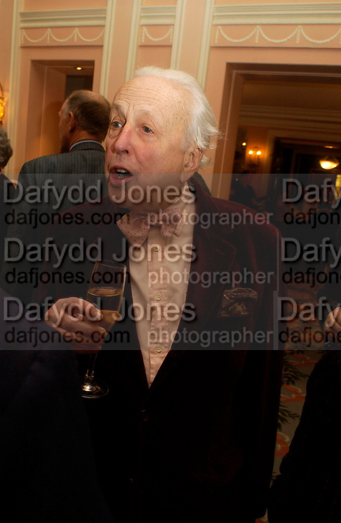 Sir Peregrine Worsthorne. The Oldie Of The Year Awards,  Simpsons in the Strand, London. 22 March 2005. ONE TIME USE ONLY - DO NOT ARCHIVE  © Copyright Photograph by Dafydd Jones 66 Stockwell Park Rd. London SW9 0DA Tel 020 7733 0108 www.dafjones.com