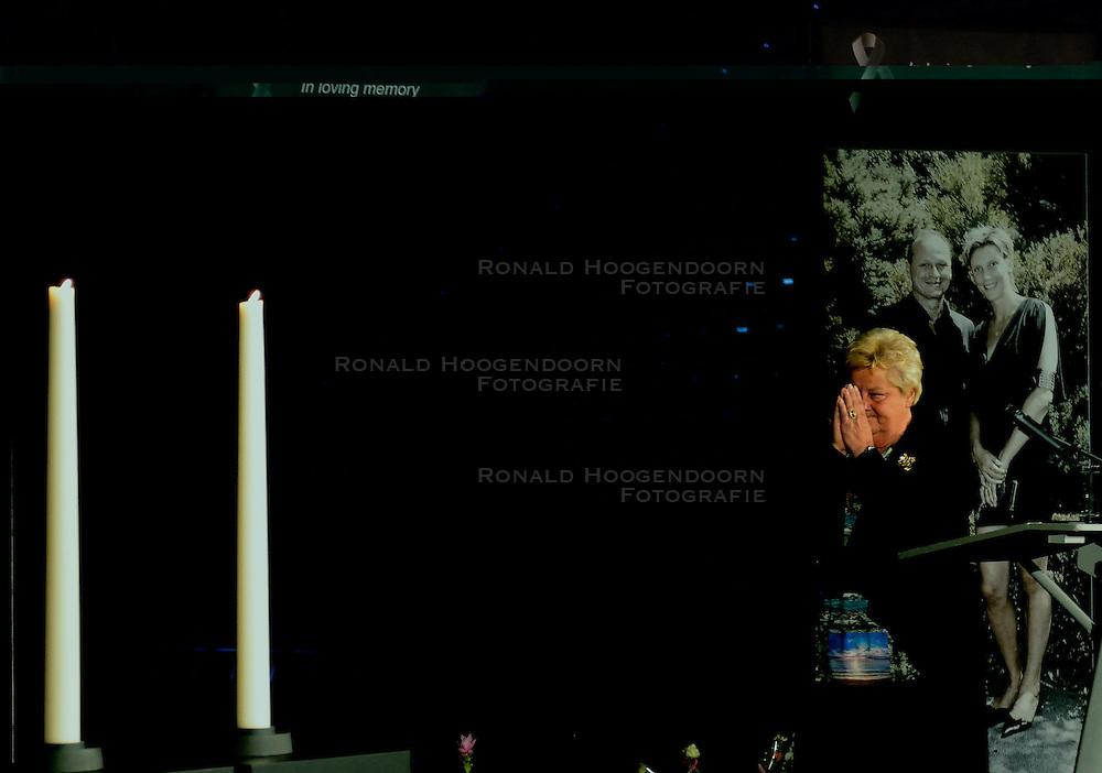 15-06-2013 ALGEMEEN: AFSCHEIDSBIJEENKOMST VISSER EN SEVEREIN: ALMERE<br /> Vandaag was de gelegenheid om afscheid te nemen van Ingrid Visser en Lodewijk Severein. Iedereen die zich verbonden voelde kon naar de openbare herdenking komen in het Topsportcentrum Almere / Erica Terpstra<br /> &copy;2013-FotoHoogendoorn.nl
