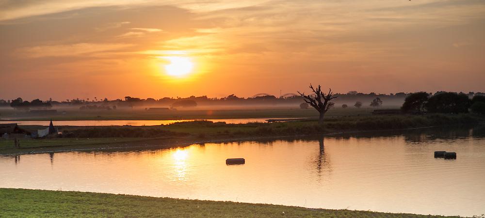 Sunset view from U Bein bridge (Amarapura, Myanmar)