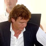 NLD/Eemnes/20060921 - Perspresentatie de Gouden Kooi, John de Mol rokend