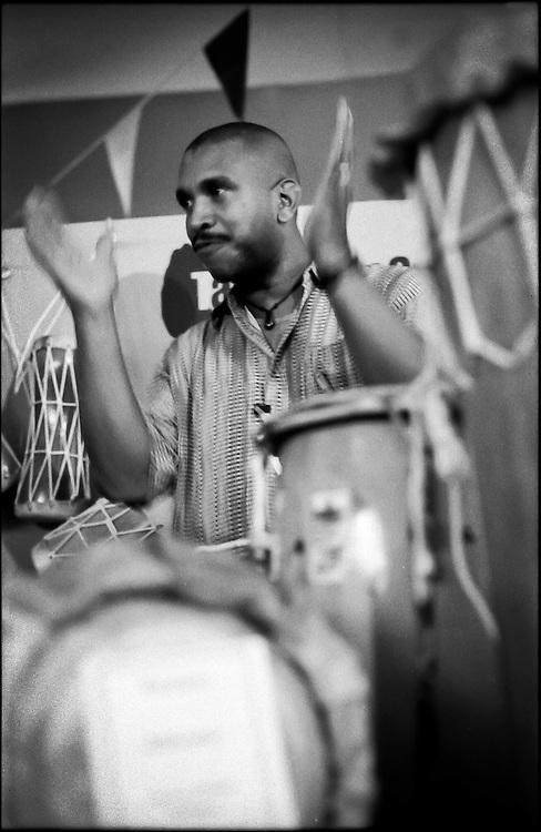 PORTRAITS / RETRATOS<br /> <br /> Argenis Sojo<br /> Percusionista Venezolano<br /> Caracas - Venezuela 2006<br /> <br /> (Copyright &copy; Aaron Sosa