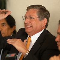 """Toluca, Mex.-  Maximino Garcia (cen), presidente del partido  Convergencia en la entidad, durante la conferencia a los medios sobre los pormenores de las """"resistencias"""" de militantes hechas a lo largo y ancho del territorio mexiquense fuera de las distintas juntas distritales, a favor de AMLO. Agencia MVT / Luis Enrique Hernandez V. (DIGITAL)<br /> <br /> NO ARCHIVAR - NO ARCHIVE"""