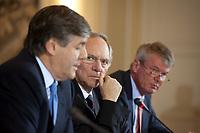 04 MAY 2010, BERLIN/GERMANY:<br /> Josef Ackermann (L), Vorstandsvorsitzender Deutsche Bank AG, Wolfgang Schaeuble (M), CDU, Bundesfinanzminister, und Wolfgang Kirsch (R), Vorstandsvorsitzender DZ Bank AG, Pressekonferenz nach einem Gespraech von Vertretern deutscher Bankinstitute mit Schaeuble zu Stuetzung Griechenlands in der Finanzkrise<br /> IMAGE: 20100504-01-028<br /> KEYWORDS: Wolfgang Schäuble, Staatsbankrott