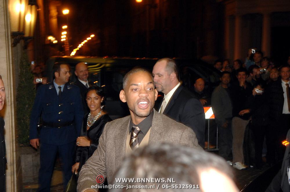 ITA/Rome/20061117 - Huwelijk Tom Cruise en Katie Holmes, Will Smith en partner Jada Pinkett arriveren bij het hotel