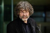 """25 OCT 2005, BERLIN/GERMANY:<br /> Hans-Dieter Schuett, Schriftsteller und Autor, Buchpraesentation """"Ich seh doch, was da los ist. Regine Hildebrandt."""", Forum Ostdeutschland der Sozialdemokratie e.V., Willy-Brandt-Haus<br /> IMAGE: 20051025-01-060<br /> KEYWORDS: Hans-Dieter Schütt"""