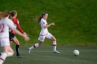 Fotball<br /> 7. November 2015<br /> Toppserien<br /> Stemmemyren<br /> Sandviken - Arna Bjørnar<br /> Ingrid Stenevik (M) , Arna Bjørnar <br /> Elida Knudsen (R) , Sandviken stormer framover og sender innlegg til Andrea Thun (L) , Sandviken som kommer stormende og scorer<br /> Foto: Astrid M. Nordhaug