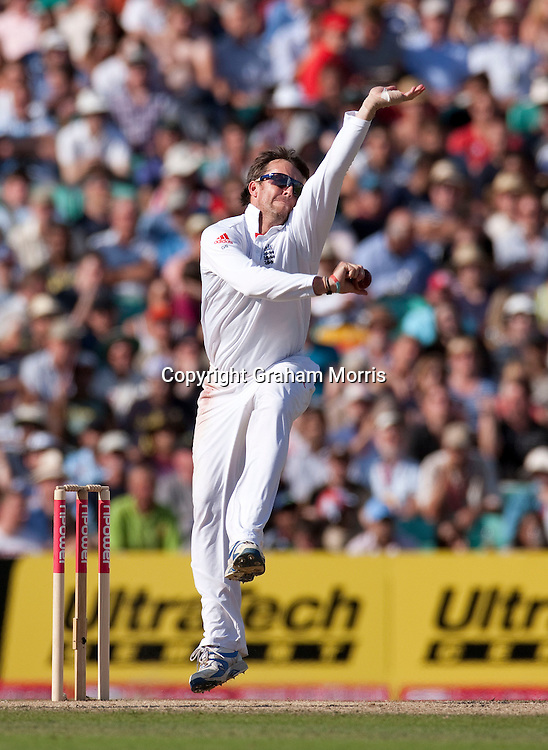 Graeme Swann bowls during the fourth and final npower Test Match between England and India at the Oval, London.  Photo: Graham Morris (Tel: +44(0)20 8969 4192 Email: sales@cricketpix.com) 21/08/11