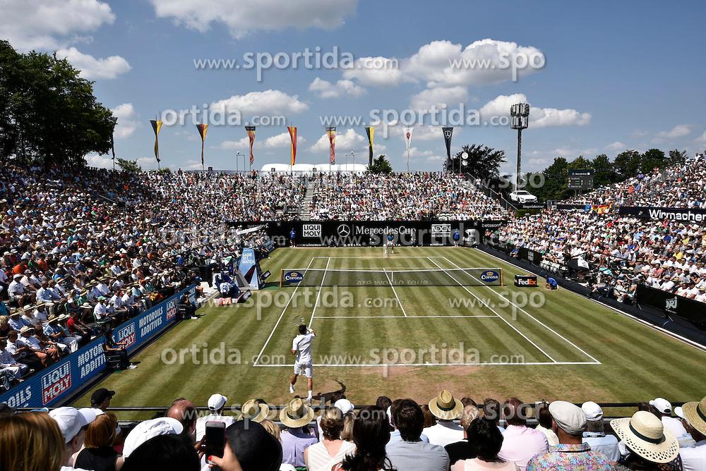 14.06.2015, Tennis Club Weissenhof, Stuttgart, GER, ATP Tour, Mercedes Cup Stuttgart, Finale, im Bild &Uuml;bersicht &Uuml;berbllick gefuellter Center centre Court waehrend Endspiel // during final match of the Mercedes Cup of ATP world Tour at the Tennis Club Weissenhof in Stuttgart, Germany on 2015/06/14. EXPA Pictures &copy; 2015, PhotoCredit: EXPA/ Eibner-Pressefoto/ Michael Weber IMAGEPOWER<br /> <br /> *****ATTENTION - OUT of GER*****