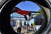 Nederland, Nijmegen, 16-10-2016Survival aan de WaalkadeVanaf dit weekend kan iedereen een maand lang sporten op een Survivalcontainer op de Waalkade. Het initiatief van de 7Hills Survivalvereniging is het tweede tijdelijke project op de kade, vooruitlopend op de nieuwe groene inrichting, die naar verwachting eind 2017 wordt gerealiseerd. Foto: Flip Franssen