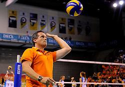 09-09-2012 VOLLEYBAL: EK KWALIFICATIE VROUWEN GRIEKENLAND - NEDERLAND: APELDOORN <br /> Nederland wint ook van Griekenland met 3-0 / Headcoach Gido Vermeulen<br /> ©2012-FotoHoogendoorn.nl