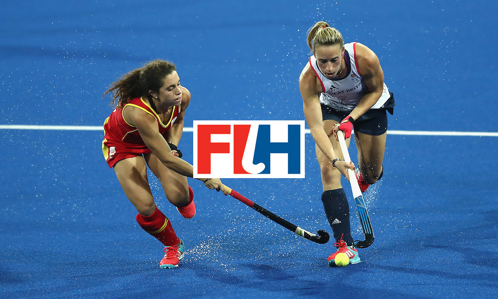 RIO DE JANEIRO, BRAZIL - AUGUST 15:  Susannah Townsend (R) of Great Britain is challenged by Georgina Oliva during the Women's quarter final hockey match between Great Britain and Spain on Day10 of the Rio 2016 Olympic Games held at the Olympic Hockey Centre on August 15, 2016 in Rio de Janeiro, Brazil.  (Photo by David Rogers/Getty Images)
