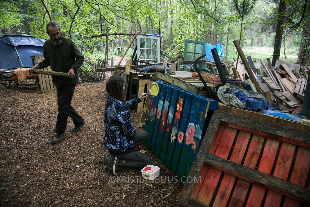 Life in the Save Leith Hill camp in Coldharbour Lane. Europa Oil and Gas company has got license to drill for oil in the woods near Leith Hill.  Proetctors of the land, a group of local campaigners against the proposed drilling and activists have set up a community camp on Coldharbour Lane to  protect Leith Hill from the unconventional oil exploration, through monitoring, awareness raising, and peaceful community action.
